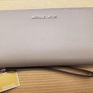 Michael Kors Money Pieces Travel Continental Gray